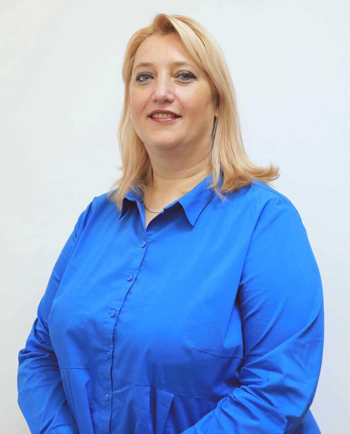 Adela hanafi